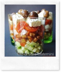 insalata greca nel bicchiere, per un buffet estivo