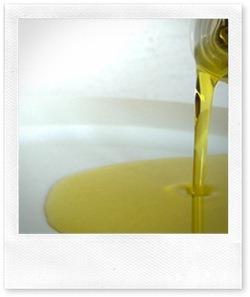 Olio extravergine d'oliva per salute e bellezza di mamme, bimbi e papà
