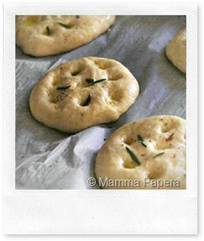 FoodBlogger del Sabato: focaccine al latte di soia di Mamma Papera