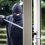Topi d'appartamento e vacanze: come difendersi dai ladri