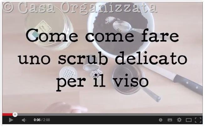 Autoproduzione bellezza: video tutorial per fare uno scrub per il viso con caffè e miele