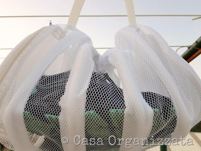 idee furbe per il bucato in lavatrice - sacca per scarpe da ginnastica